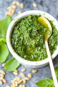 6. Easy Homemade Pesto #healthy #vitamix #recipes http://greatist.com/eat/vitamix-recipes