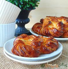 Soft Croissant Style Sweet Bagels – a Romanian Traditional Recipe - simonacallas Pastry Recipes, Dessert Recipes, Cooking Recipes, Desserts, Bagel Ingredients, The Bagel Store, Croissant Dough, Ricotta Cake, Romanian Food