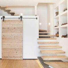 escalier semi aérien, avec toilettes en dessous