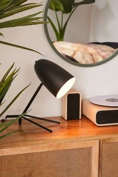 When looking for a lamp for your house, your choices are almost endless. Find the perfect living room lamp, bed room lamp, table lamp or any other style for your specific place. Best Desk Lamp, Bright Homes, Tiffany Lamps, Bedroom Lamps, Bedroom Ideas, Bedroom Wall, Unique Lamps, Bedside Lamp, Home Lighting