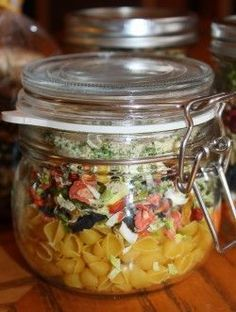 Chicken Noodle Soup in a jar. Look so pretty and taste so yummy. Get this and other soups in a jar. Dry Soup Mix, Soup Mixes, Mason Jar Mixes, Mason Jars, Jar Gifts, Food Gifts, Canning Recipes, Soup Recipes, Freezer Recipes