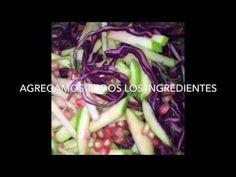 Ensalada Alcalina de col lombarda Granada y semillas de cáñamo.