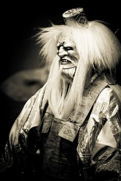 "Noh ""Kurama Tengu"", Japan, 鞍馬天狗、能、河村 - 30: photo by Stéphane Barbery, via Flickr"