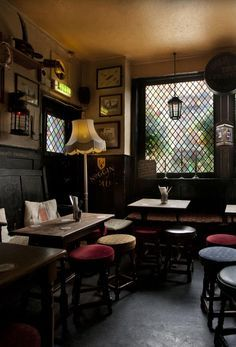Oldest pub on the Thames. The pub and restaurant offers delicious British gastro-pub dishes. (Step Father Walks) Stools to go with the table in the living room for extra seating. Pub Design, Café Bar, Pub Bar, Ideas Pub, Irish Pub Decor, Irish Pub Interior, Pub Sheds, Irish Bar, Home Pub
