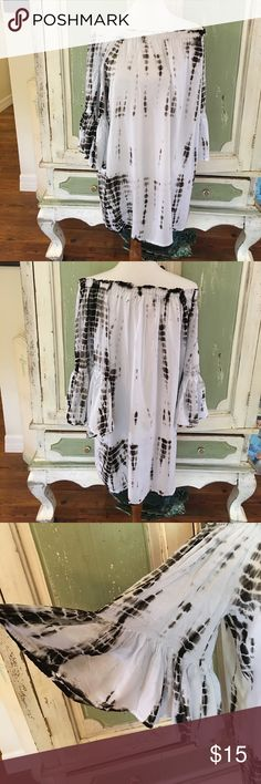 Raviya size medium tye dye tunic/shirt Black and white tye dye tunic style or longer top. Size medium off the shoulder. Elastic at neck big flowing sleeve. From top to bottom of shirt is approx 27 inches.made in India. Hand wash cold tumble dry. 100% ryon Raviya Tops Tunics