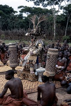 Africa | Nyim Kot a-Mbweeky III wearing royal dress 'Bwaantshy'; royal headdress known as 'Ntshuum Aniym'; necklace 'Lashyaash' made of leopard teeth; sword 'Mbombaam'; lance 'Mbwoom Ambady'; drums of reign 'Pelambish'; basket 'Kweemishaam'l' and other items of royal adornment.  DR Congo, 1971 | ©Eliot Elisofon