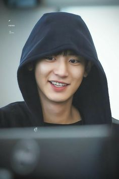 Chanyeol smile in hoodie