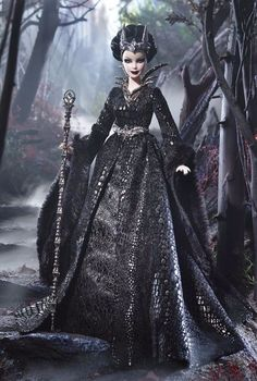 Queen of the Dark Forest BARBIE Koenigin des dunklen Waldes 2015 # CJF32 NRFB