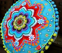 Pillow has crochet, embroidery, and sewn elements...found examples at a couple of blogs and then linked up to an E-book. will have to find out more about this - it's beautiful and i'd love to make these. Colorful needle - Blog: eBook BANJU
