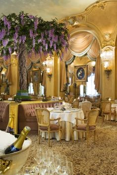 L'Espadon, at the Paris Ritz (2 Michelin stars) ~ a gorgeous setting! (Information in French, translate with Google)