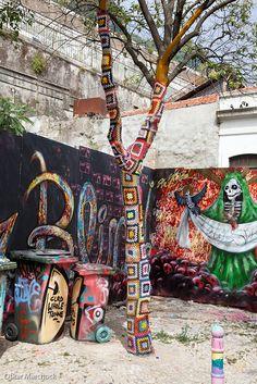 Oskar Marchock Street Photography Lisbon street art by digitaloskar 3d Street Art, Amazing Street Art, Street Art Graffiti, Granny Squares, Land Art, Pavement Art, Urbane Kunst, Mandala, Yarn Bombing