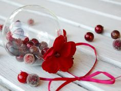 21 Quick and Pretty Holiday Decorating Ideas: Homemade berry ornament