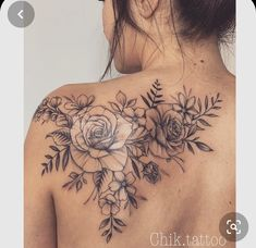 Do you also want a flower tattoo to show yourself? Check out the most beautiful flower tattoo we have prepared for you! We hope to give you the greatest inspiration. Back Of Shoulder Tattoo, Shoulder Tattoos For Women, Flower Tattoo Shoulder, Feminine Shoulder Tattoos, Feminine Back Tattoos, Shoulder Sleeve Tattoos, Rosen Tattoo Schulter, Tattoos Schulter, Back Tattoo Women Upper
