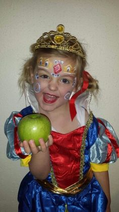 Made by  Samantha Haak  My version of Snow white