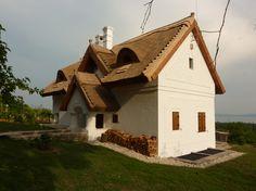 Balatonakali - tervező: Mérmű Építész Stúdió Cabin, House Styles, Building, Travel, Home Decor, Viajes, Decoration Home, Room Decor, Cabins