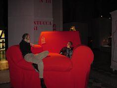 L'arch Paola Navone e Luca Selvi, che ha coordinato la selezione dei fashion designer. Mostra PER FILO E PER SEGNO, Palazzo Carignano Torino 2002
