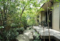施工例2=屋外のリビング――ウッドデッキとテラスの庭|高田造園設計事務所 Outdoor Retreat, Outdoor Spaces, Outdoor Living, Green Terrace, Green Garden, Landscape Design, Garden Design, Terraced Backyard, Garden Images