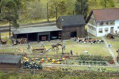 Gartenarbeit und Viehzucht in Ungarn. Budapest, Spur, Loki, Hungary, Model Train, Places, Landscape, Curls