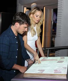 Josh Hutcherson and Jennifer Lawrence explore The #HungerGamesExhibition!