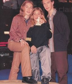 What is that thing? | 31 Deeply Unsolvable Mysteries About '90s Hanson