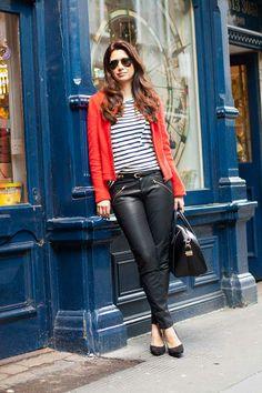 Casaco e calça Zara, blusa listrada FHits Shops, scarpin Capodarte e bolsa Givenchy.