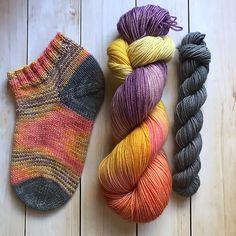 Espresso Shot Shortie Socks – a free knitting pattern by Cheryl Ham. Crochet Socks, Knitted Slippers, Knit Or Crochet, Knit Socks, Loom Knitting, Knitting Socks, Free Knitting, Wooly Bully, Sock Yarn