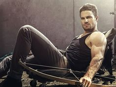 Stephen Amell plays Oliver Queen (Green Arrow) from the TV show Arrow. Arrow Tv, Team Arrow, Roy Arrow, Oliver Queen Arrow, Green Arrow, Eminem, Stephen Amell Arrow, Fall Tv, The Vampire Diaries