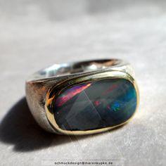 Opal - Harlekin Effekt Boulder Opal 900 Goldfassung Bandring - ein Designerstück von Schmuckdesign-MarenKupke bei DaWanda