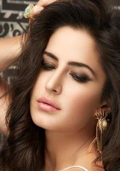 Beautiful katrina kaif in sexy bold pose hd wallpapers