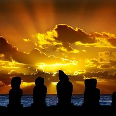 Easter Island (Rapa Nui), Chile - Bucket list, for sure Chile, Scary Places, Places To See, To Go, Lake Bled, Easter Island, South America Travel, Island Beach, Walking In Nature