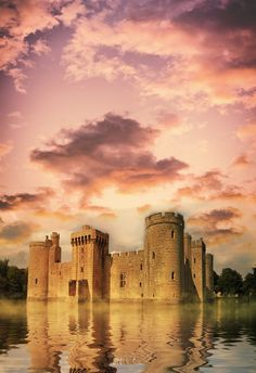 Bodiam Castle in East Sussex, England. Built in the 14th Century by Sir Edward Dalyngrigge. #BodiamCastle #Bodiam #Castle #Castles