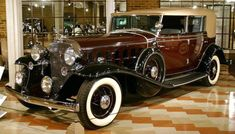 1932 Cadillac 16 All Weather Phaeton - Auburn-Cord-Duesenberg Museum