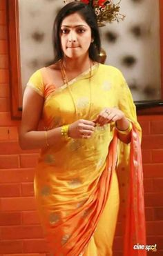 Being Married - Sasi Pradha Beautiful Women Over 40, Beautiful Figure, Beautiful Ladies, Most Beautiful Indian Actress, Beautiful Actresses, Grace Beauty, Saree Photoshoot, Curvy Dress, Indian Beauty Saree