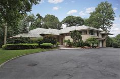 8 Mansion Dr - Old Westbury, New York