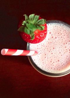 Strawberry Sunrise Breakfast Smoothie 2 cups strawberries 1 banana 1 cup orange juice 1 cup vanilla yogurt 2 tablespoons flax seed meal ½ teaspoon cinnamon 2 handfuls ice