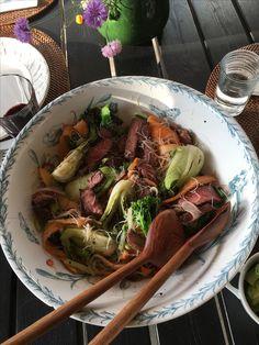 Julies Asian style Pak Choi middagssalat smukt serveret i Willroy & Boch servantefad.