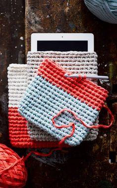 Ravelry: Virkattu iPad-kotelo pattern by Sanna Vatanen Diy Crochet Amigurumi, Crochet Crafts, Easy Crochet, Knit Crochet, Diy Crochet Accessories, Crochet Phone Cases, Crochet T Shirts, Fabric Yarn, Recycled Denim