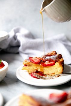 Baked French Toast with Lemon. Buttery brioche soaked in lemony custard and baked with fresh strawberries. Served with a drizzle of maple syrup is delicious! French Toast Receta, Savoury French Toast, Creme Brulee French Toast, Healthy French Toast, Challah French Toast, French Toast Rolls, Make French Toast, Cinnamon French Toast, Fluffy French Toast