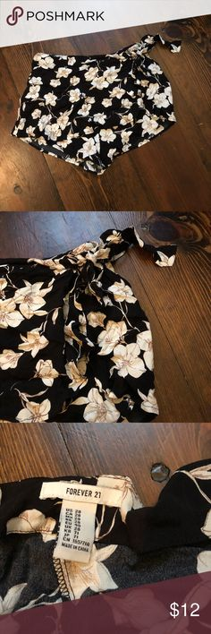 Forever 21 skort Super cute forever 21 tie front skort, new with tags. Absolutely love this but accidentally bought the wrong size. Black white and tan floral pattern. Size 28 Forever 21 Shorts Skorts