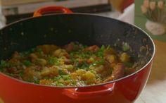 Ensopado de linguiça com batata (Foto: Divulgao / GNT)                                                                                                                                                                                 Mais