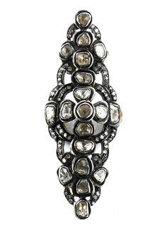 Ringweite: 53. Länge: ca. 5 cm. Gewicht: ca. 8,8 g. Silber auf GG 585. Großer antikisierender Ring in Navetteform mit Diamantrosen, zus. ca. 1,3 ct. Wohl aus...