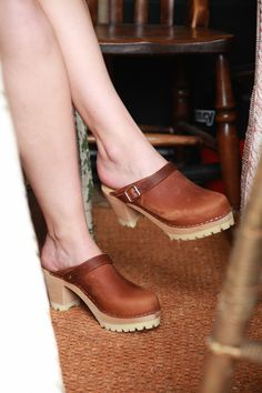 Lotto's brown oiled nubuck tractor sole clogs