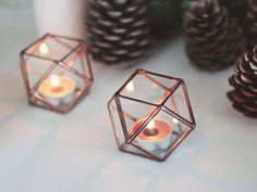 You have a really unique candle and you are looking for something to hold it? Maybe this year you might want to try something different for the holiday lights, and add some more sparkles to your Christmas decor? Waens new collection brings you some light with stained glass geometric candle holders, available in four colors from copper to silver! Besides being designed to be used in daily life as a tealight holder, these cute candles might give you an idea of what is missing on your Christmas…