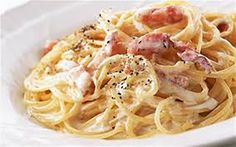 You Deserve This Creamy Spaghetti Carbonara at Least Once a Year An authentic Roman spaghetti carbonara has no cream, but is simply pasta, pancetta, egg and Parmesan. Carbonara Recept, Pasta A La Carbonara, Spaghetti Carbonara Recipe, Carbonara Recipe Authentic, Salsa Alfredo Receta, Creamy Spaghetti, Italian Pasta Dishes, Vegetarian Recipes, Healthy Recipes