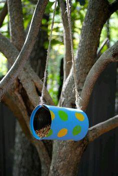 Vogelfutter selber herstellen mit Kinder im Kindergarten. Eine Unterrichtsidee für Kindergärtnerinnen.