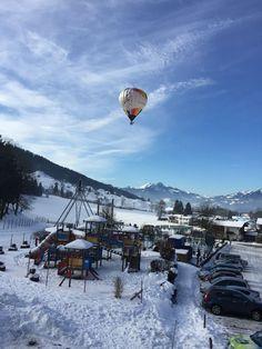 Am Zahmen Kaiser steigen die Ballons!! Wir wünschen eine tolle, unvergessliche Fahrt! Kaiser, Winter, Mount Everest, Mountains, Nature, Travel, Amazing, Vacation, Winter Time