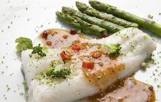 Recetas pescado thermomix - Merluza en papillote con esparragos. La cena de esta noche es una receta de merluza en papillote con esparragos al vapor.