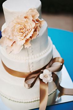 Need some inspiration for your wedding cake design? Check out these impressive confections! Happy Pinning!