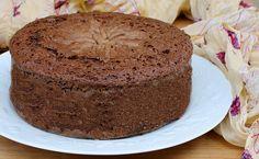 Se cercate una base torta al cioccolato soffice e spumosa, l'avete trovata. Una alternativa al pan di spagna, con tanto cioccolato e ideale da farcire.