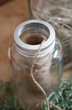 storing twine from Livs Lyst...could put more than one spool, add some sort of dividers (so as not to get tangled), poke holes in the lid, and thread through.